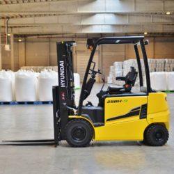 wozki-widlowe-hyundai-elektryczne--2200-2500-3000-3500kg-80V-004