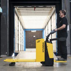 wozki-widlowe-hyundai-technika-magazynowa--2000-2500kg-unoszace-z-podestem-004
